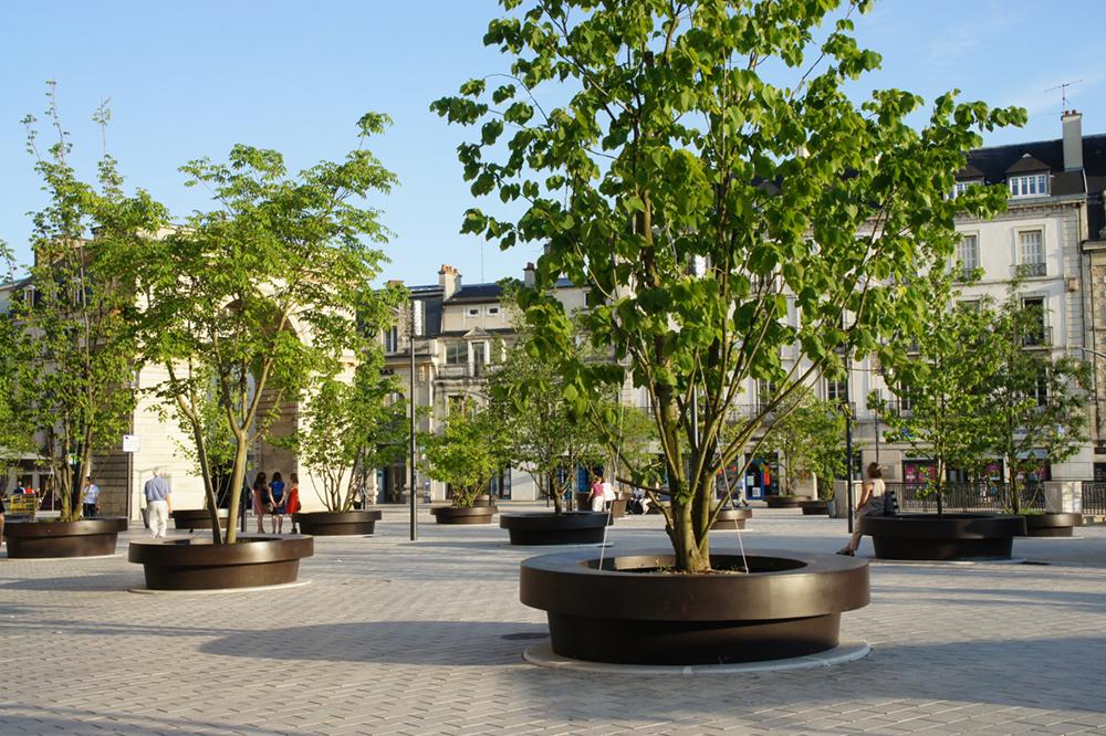 Giant Flowerpots in Dijon bij Streetlife