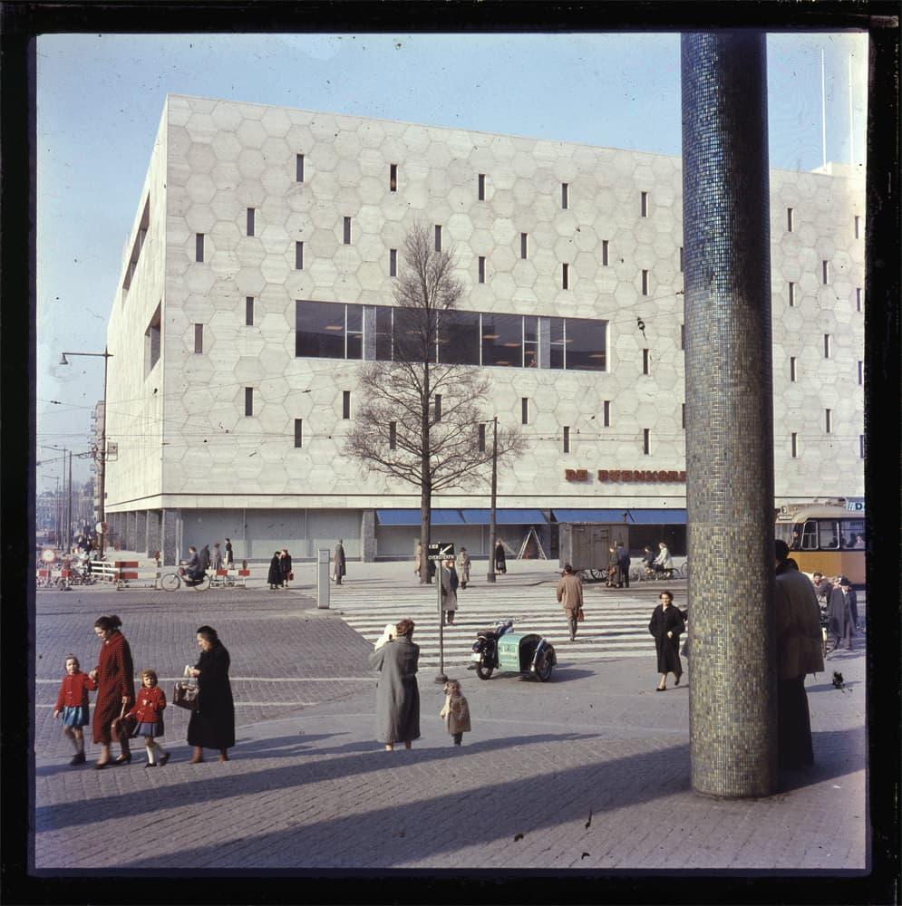 Bijenkorf Rotterdam / datum foto onbekend ontwerp Marcel Breuer