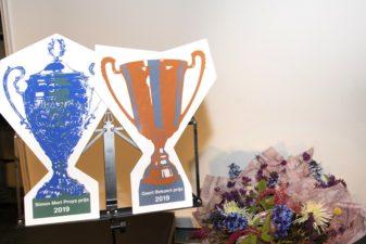 De bokalen voor de Simon Mari Pruys prijs en de Geert Bekaert prijs