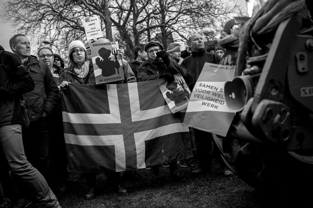 Protest tijdens het bezoek van voormalig Minister van Economische zaken Henk Kamp aan Loppersum Foto Dirk-Jan Visser