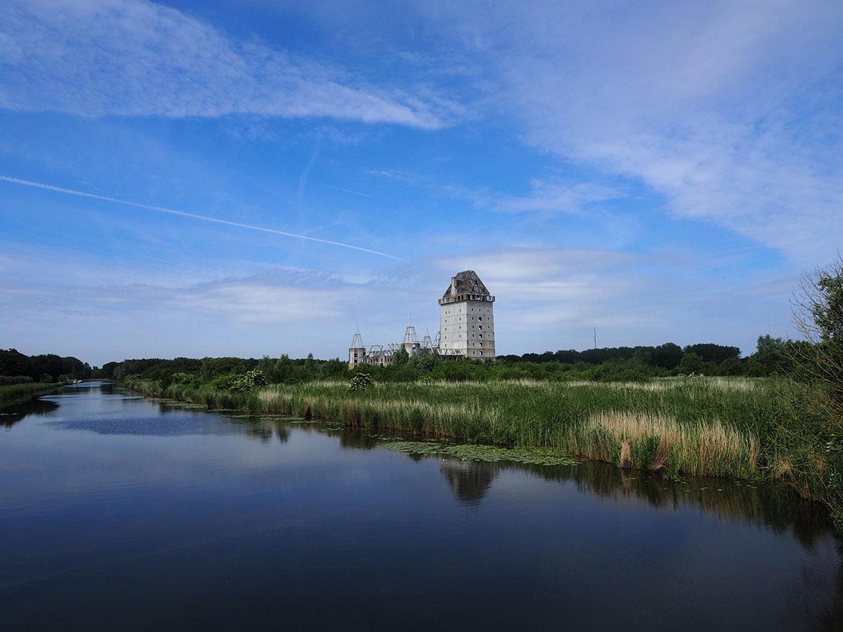Kasteel Almere als moderne ruïne in 2020