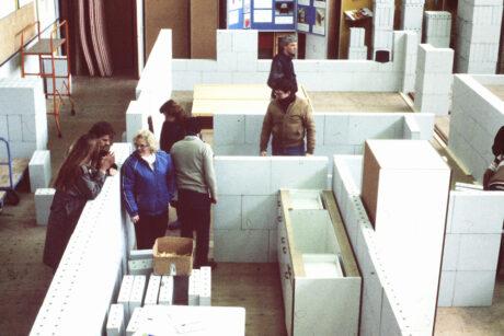 Ruimtelijk Ontwikkelings Laboratorium in Scheveningen waar de woningen schaal 1 : 1 getest konden worden – foto: Fred van der Burg