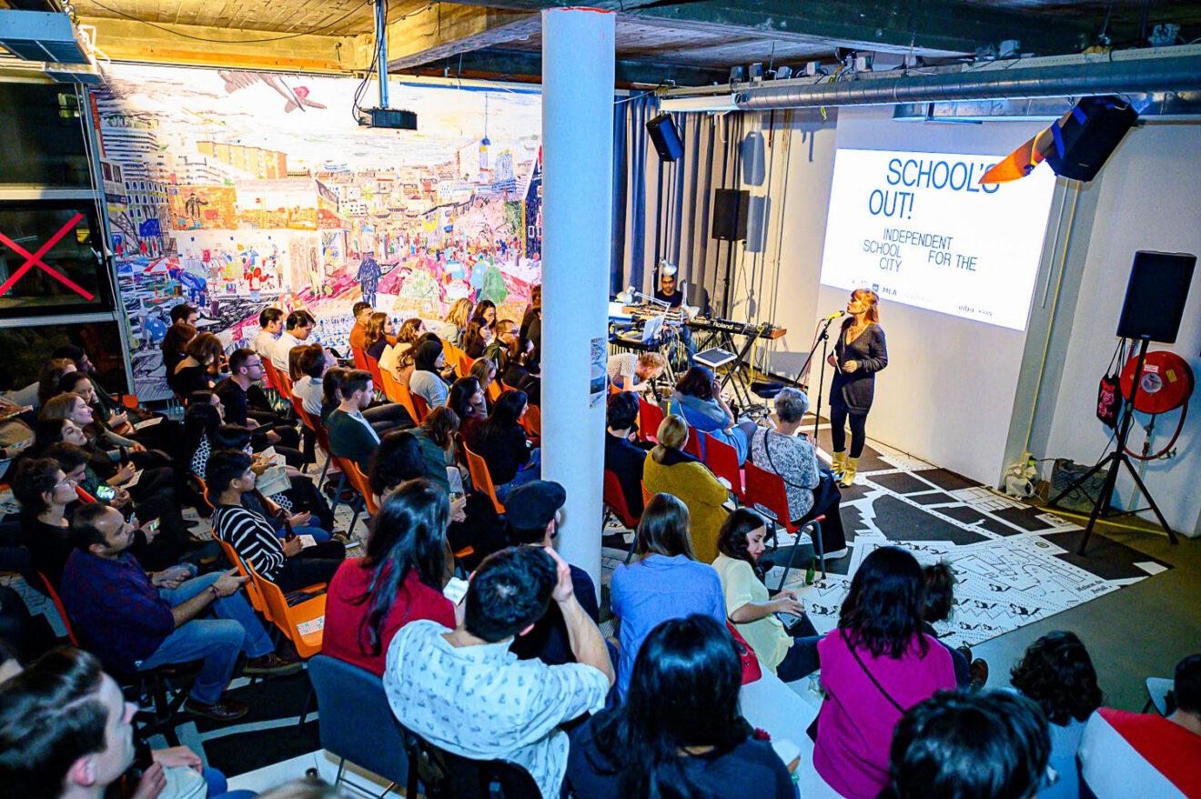 Openbaar event in de Independent School for the City